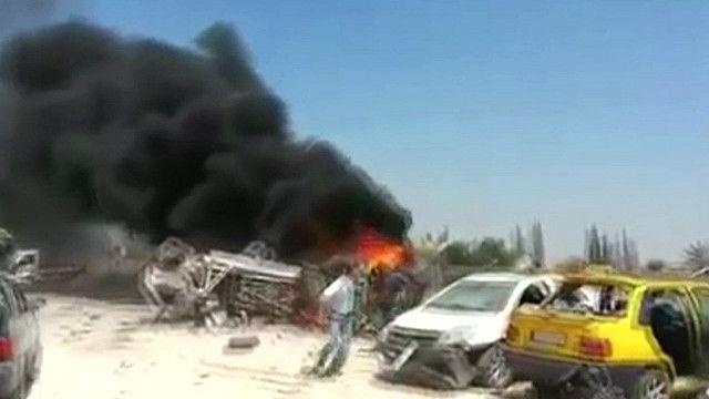 اثار التفجير الانتحاري في الحدود بين سوريا وتركيا