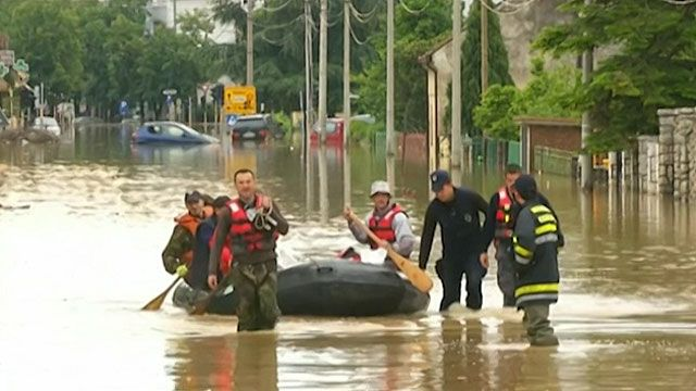 Resgate em enchente na Sérvia (BBC)