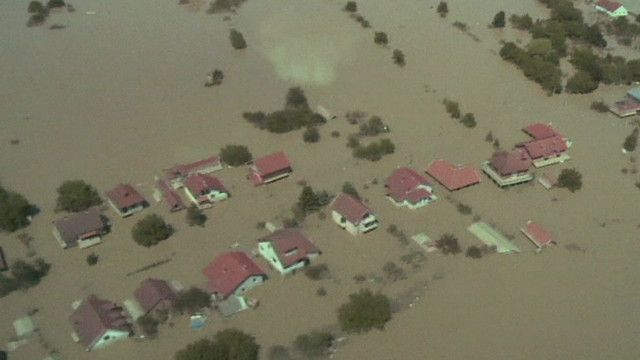 الفيضانات تغمر مناطق واسعة من البوسنة
