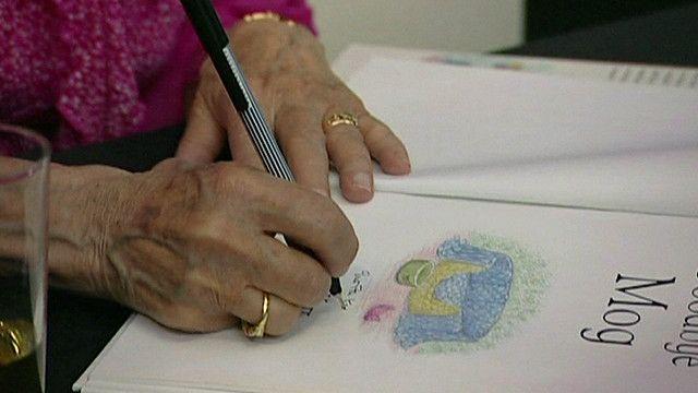 يد لسيدة تكتب