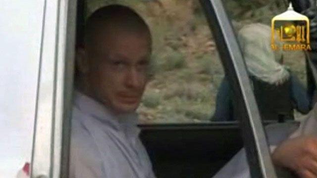 Bergdahl chegou ao ponto de encontro com as forças americanas em uma camionete, vestido com roupas tradicionais da região (BBC)