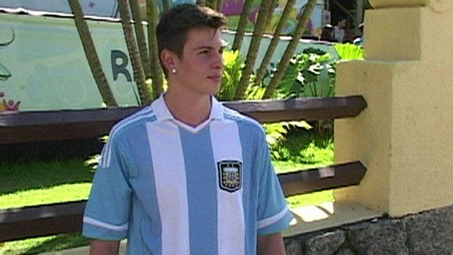 Brasileño con camiseta de Argentina