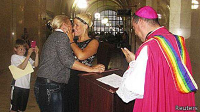 EE.UU.: juez declara inconstitucional prohibición de matrimonios gay en Wisconsin