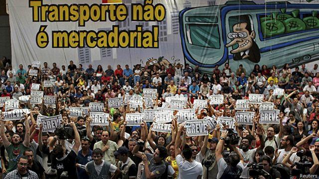 Mundial 2014: trabajadores del metro de Sao Paulo votan seguir en huelga
