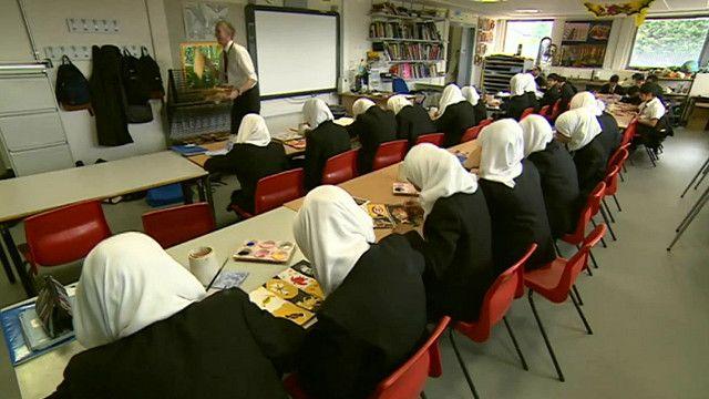 طالبات مسلمات في احدى مدارس برمنغهام