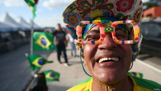 'Voluntários da Copa são leões comandados por jumentos', diz jornal britânico