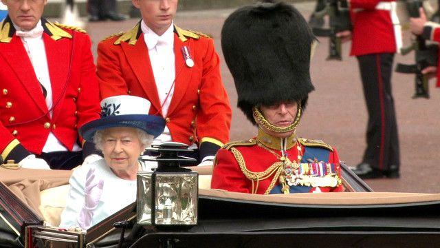 ملكة بريطانيا تحتفل بعيد ميلادها الرسمي