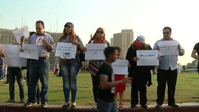 رجال ونساء مصريون في وقفة احتجاج ضد التحرش الجنسي