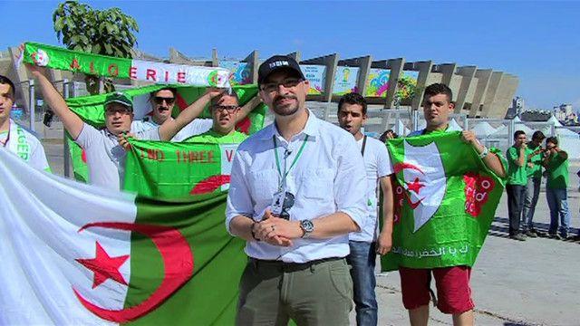أنصار المنتخب الجزائري مع مراسل بي بي سي