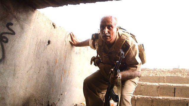 Soldado kurdo en combate contra ISIS
