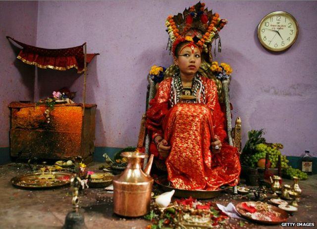 La diosa nepalí que tiene que hacer sus tareas escolares