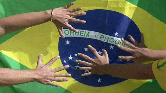 اكف من 6 اصابع على علم البرازيل