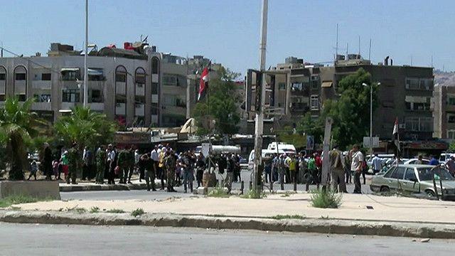 تجمهر امام  مخيم اليرموك للاجئين الفلسطينيين