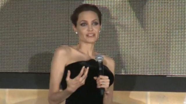 """Джоли представила """"Колдунью"""" в Японии"""
