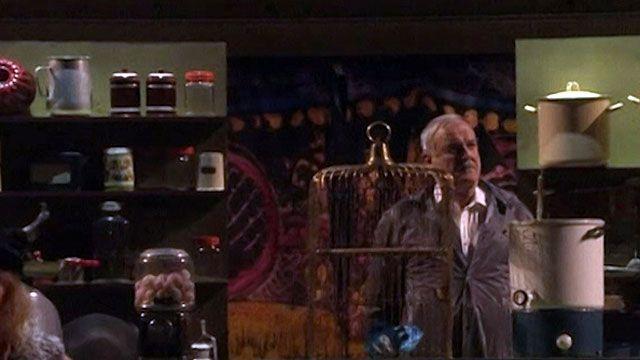 Grupo apresentou quadros famosos no palco, como o do papagaio morto (BBC)