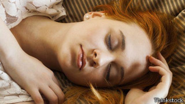 ¿Por qué nos dan espasmos antes de dormir?