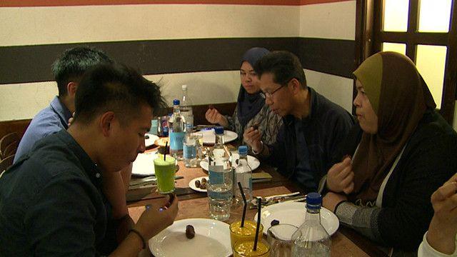مسلمون على طاولة الافطار في لندن