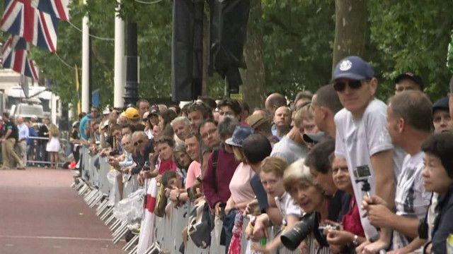جمهور بريطاني يشاهد سباق الدراجات