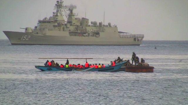 مهاجرون على متن قارب