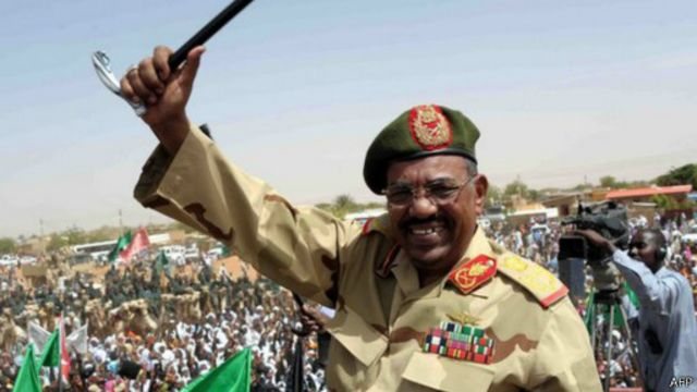 الناجي الأكبر في السودان: 25 عاما للبشير في السلطة