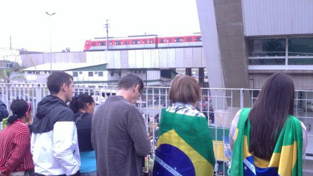Brasileiros atacam argentinos (Foto: BBC)