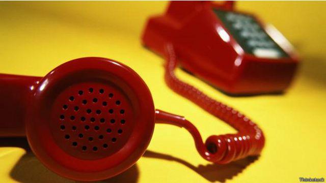 Cómo callar a los que hablan muy alto por teléfono en la oficina