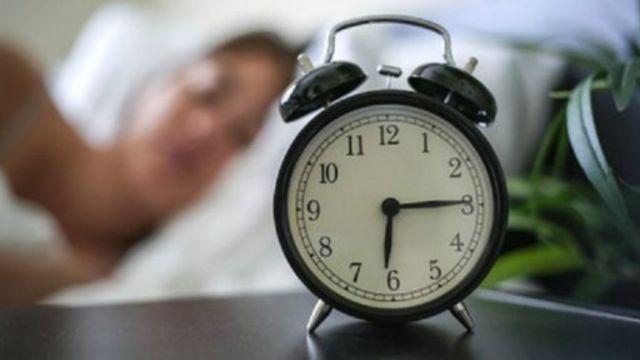 """دراسة: المستيقظون مبكرا """"أقل صدقا"""" أثناء الليل"""