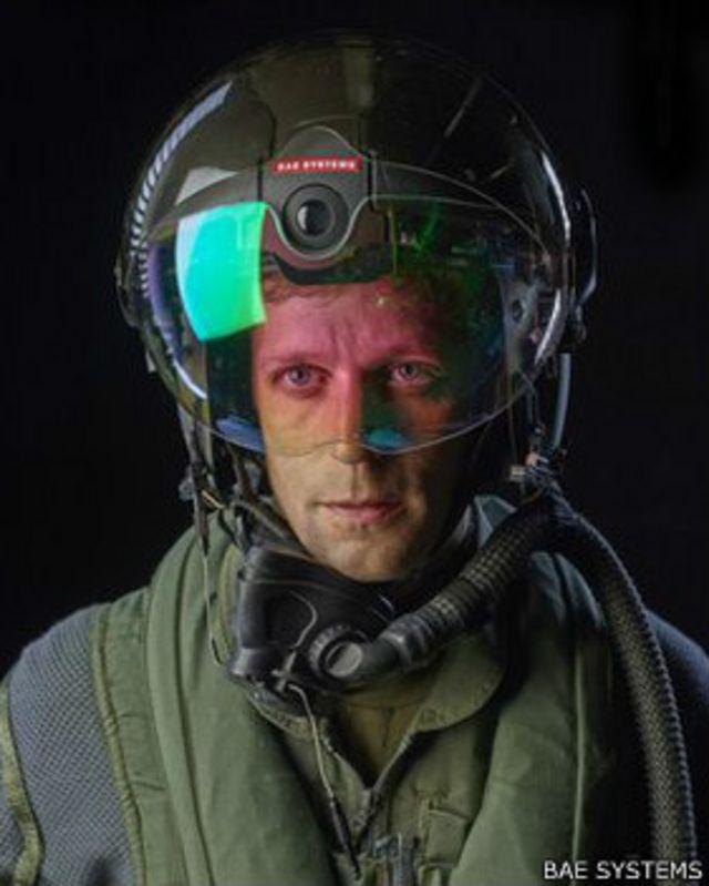 خوذة جديدة توفر الرؤية الليلية لطياري المقاتلات