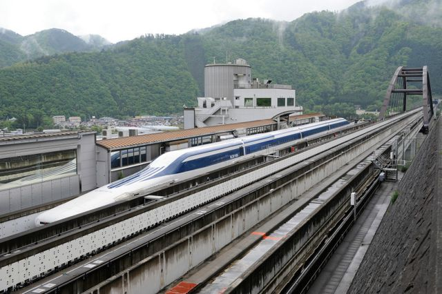 Saatte 1600 km hızla giden trene biner misiniz?