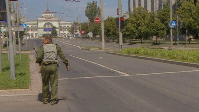 Сепаратист у вокзала Донецка
