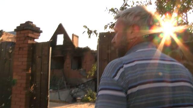 Житель Славянска возвращается в разрушенный дом