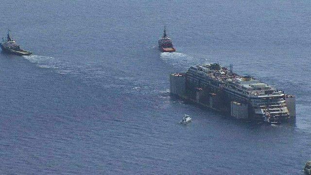 سفينة كوستا كونكورديا وسط المياه