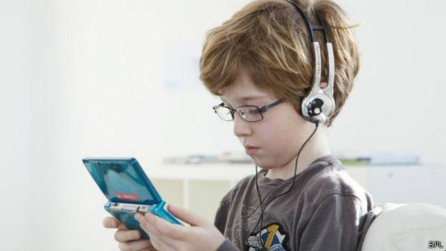 ألعاب الفيديو لفترات قصيرة يوميا تفيد الأطفال