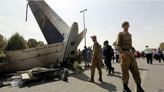 مقتل 39 في تحطم طائرة ركاب صغيرة في طهران