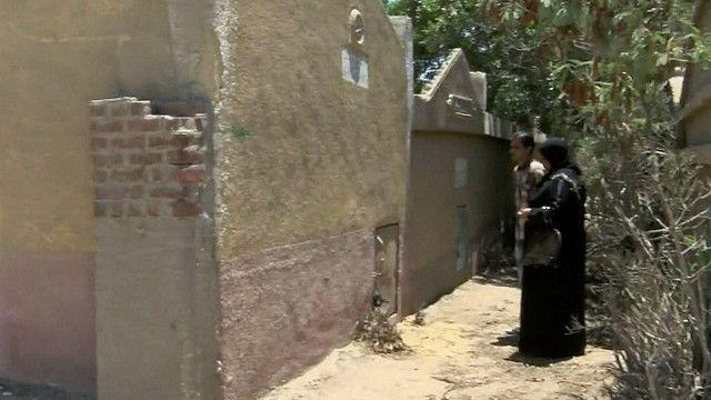 احدى زوجات المساجين الذين قتلوا مع ابنها