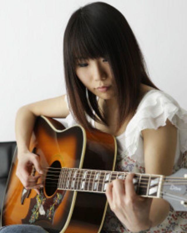 Japonesa faz sucesso com versões desconhecidas no exterior de músicas brasileiras