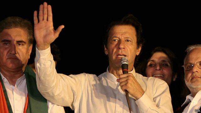کے پی کی حکمراں جماعت پی ٹی آئی کے رہنما عمران خان