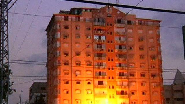 مبنى مؤلف من 12 طابقا