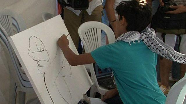 طفل تونسي يرسم