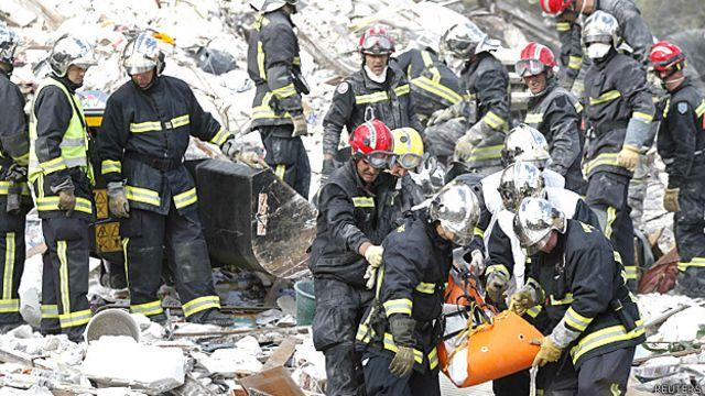 Buscan sobrevivientes tras explosión en las afueras de París