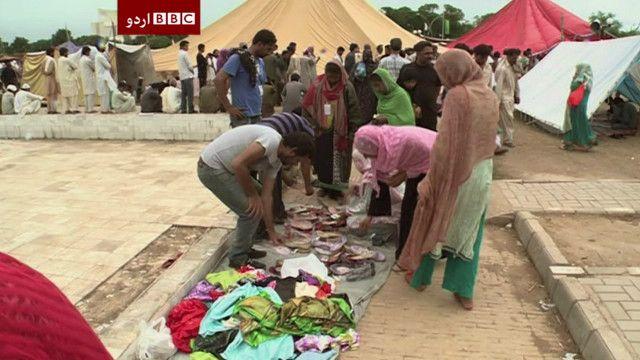 اسلام آباد: پارليمنٹ کے احاطے ميں عورتوں کو جوتوں کی فروخت۔