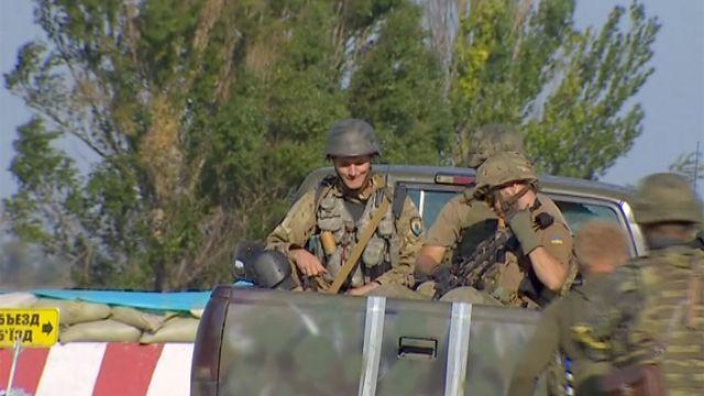 Украинские солдаты на окраинах Мариуполя