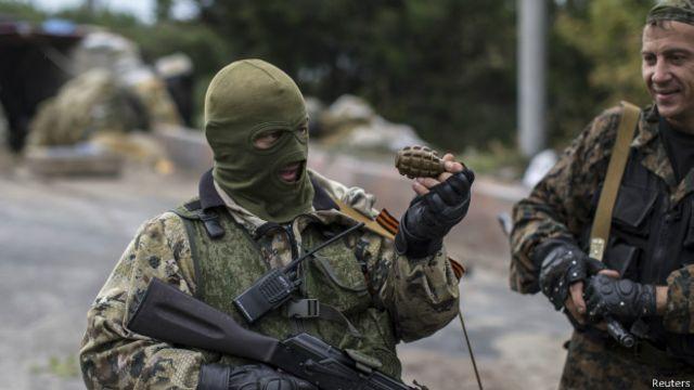В районе аэропорта Донецка слышны взрывы и стрельба