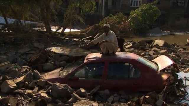 Последствия наводнения в Шринагаре