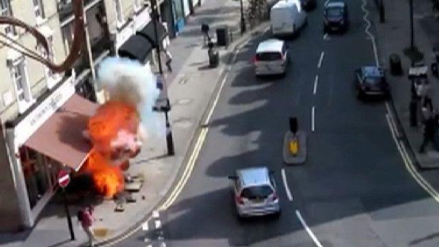Взрыв на тротуаре в Лондоне