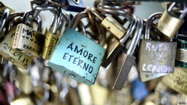 La moda de los candados en los puentes, ¿romance o epidemia?