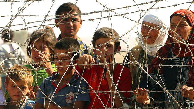 Refugiados kurdos que cruzaron desde Siria a Turquía