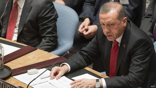 Turquía reclama ayuda para impedir el flujo de militantes a Siria