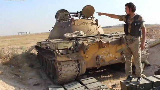 Джихадисты на захваченной военной базе в Сирии