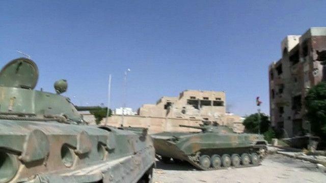 مدرعات للجيش السوري في عدرا العمالية
